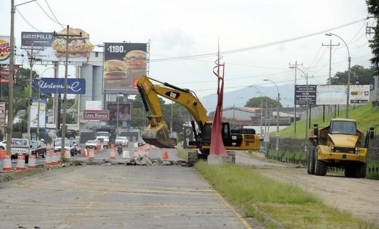 City Mall: apertura sin que los accesos estuvieran debidamente concluidos