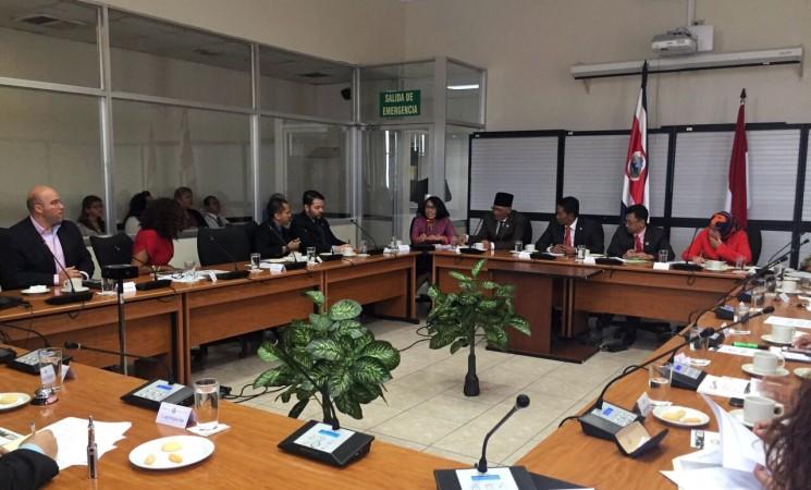 Encuentro con parlamentarios y parlamentarias de Indonesia