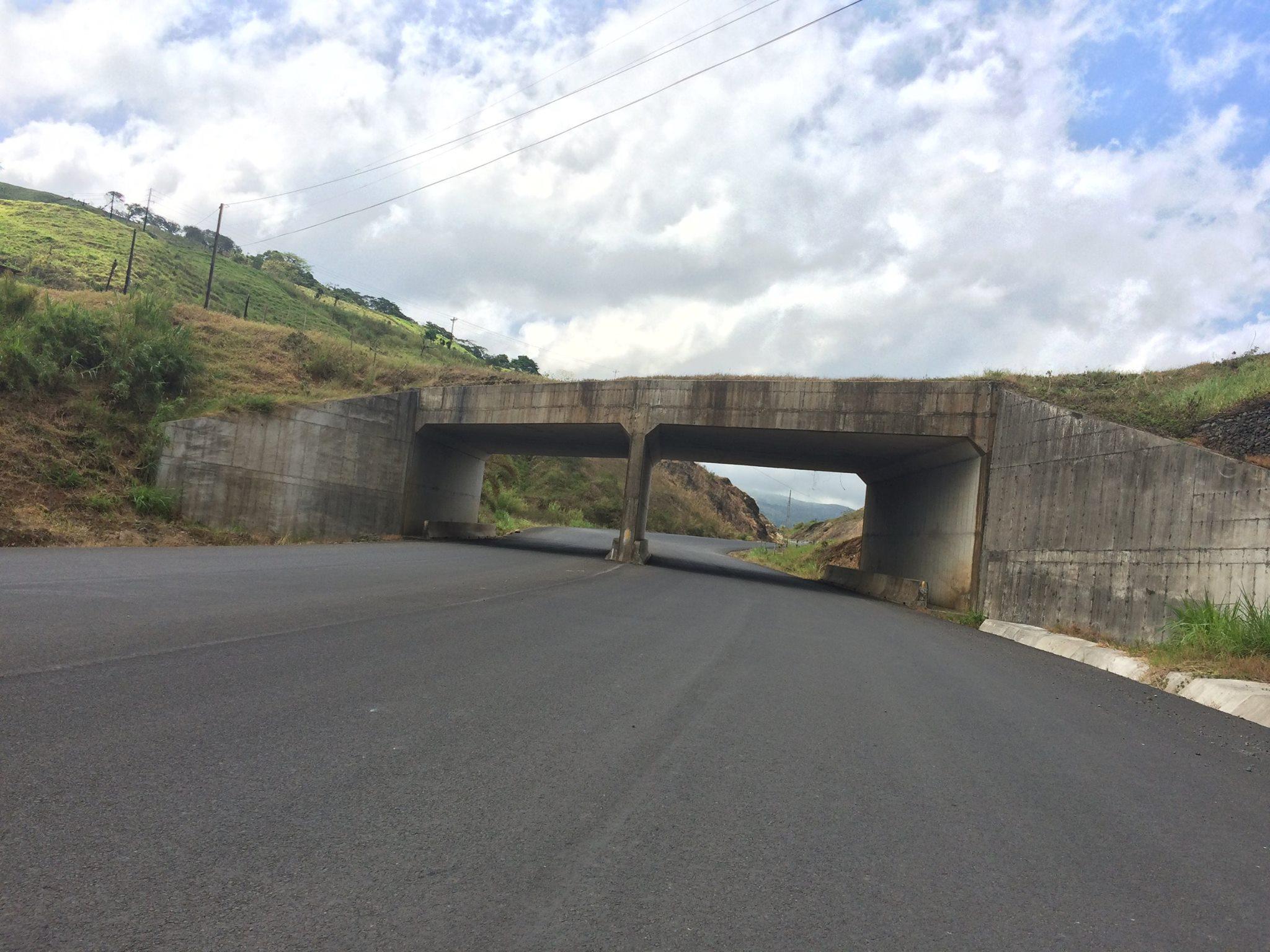 recorrido por la carretera en construcción Sifón Florencia