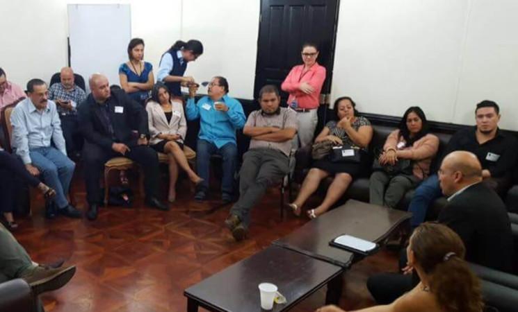 Fracción del FA reunida con organizaciones sindicales.