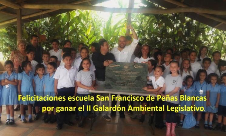 Escuela de Peñas Blancas gana premio ambiental.