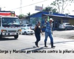 Caminata de Jorge y Mariana contra piñería.